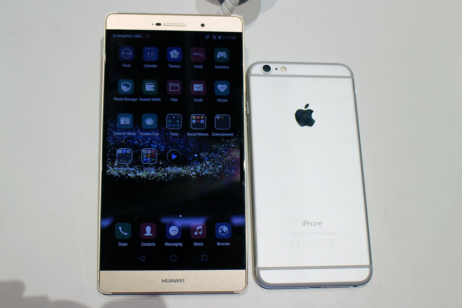 hands on with the 6 8 inch huawei p8 max digital trends. Black Bedroom Furniture Sets. Home Design Ideas