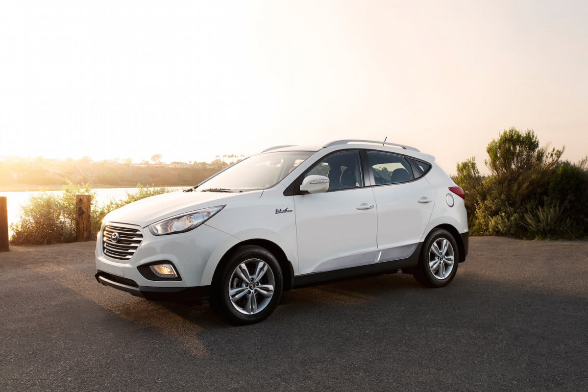 hyundai plots an all new hydrogen fuel cell crossover with a  mile range tucson