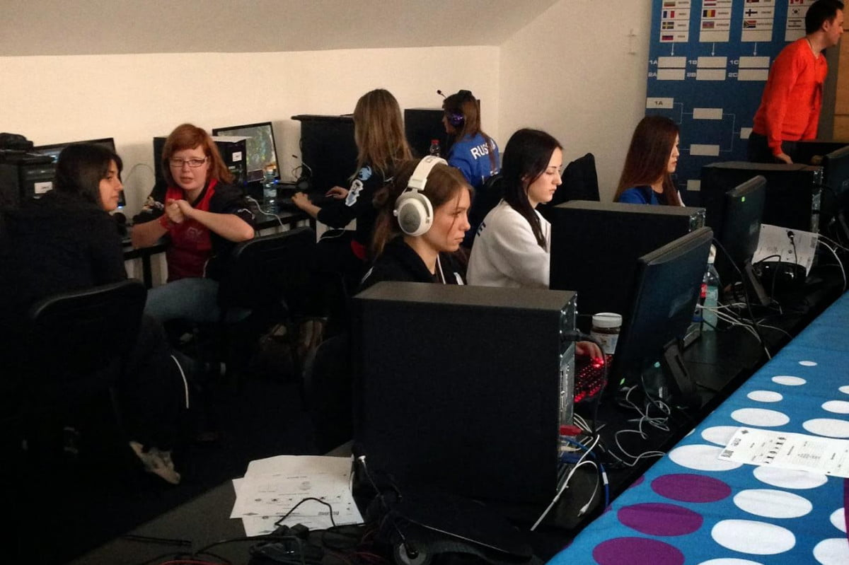 iesf reverses policy male e sports tournaments women