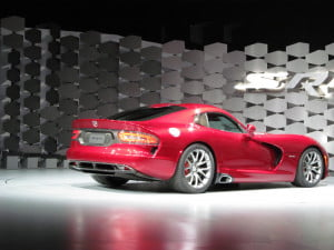 2013 SRT Viper rear three-quarter