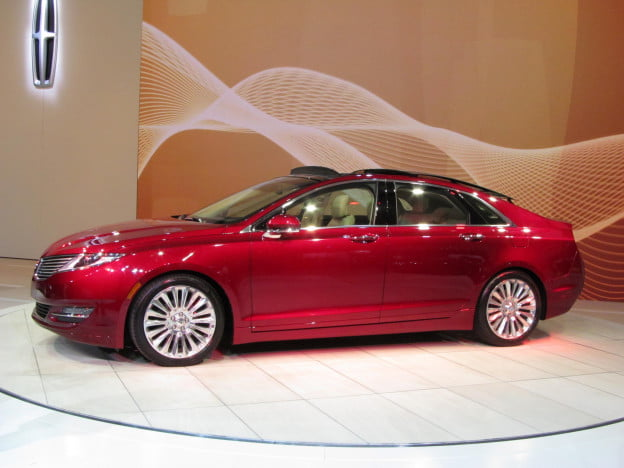 2013 Lincoln MKZ side view