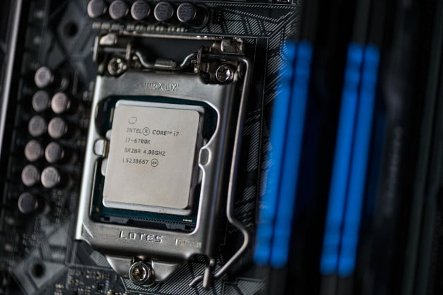 intel enters ifa  with massive line up of skylake processors i k review