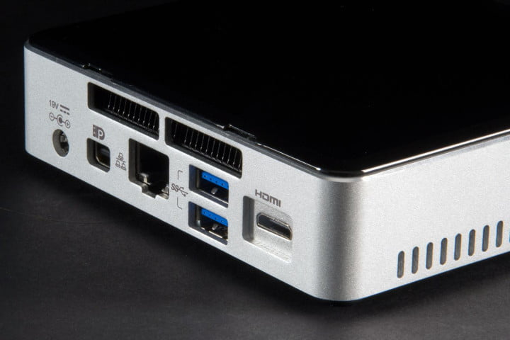 intel nuc core i  ryk review nuci mini pc rear ports