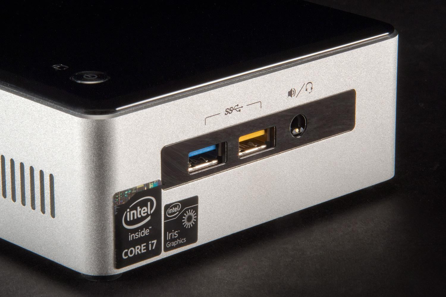 intel nuc core i7 review nuc5i7ryh digital trends. Black Bedroom Furniture Sets. Home Design Ideas