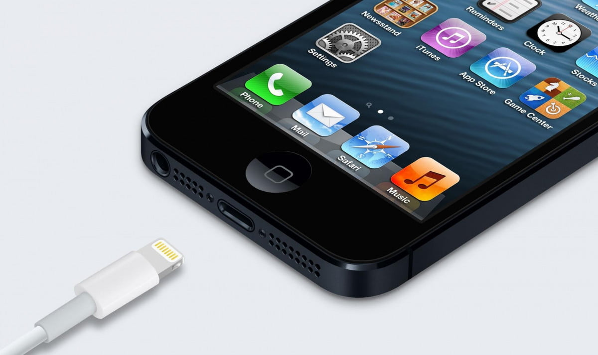 apple introduces usb charger replacement scheme iphone  lightning