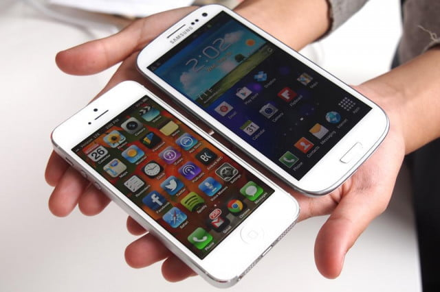 iPhone-5-vs-Galaxy-S3-angle-left-side-by-side