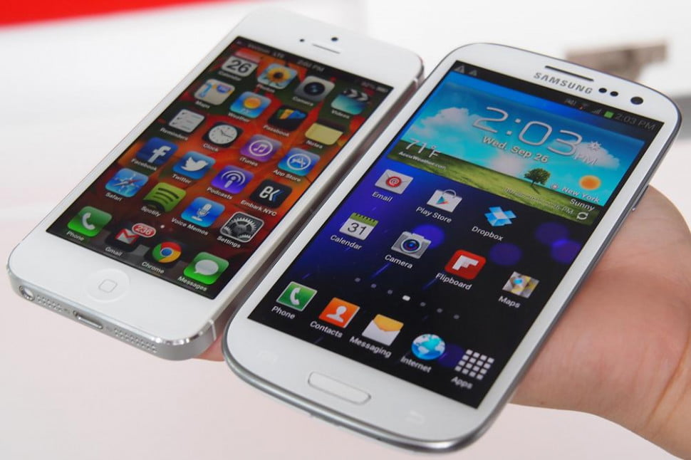 iPhone 5 vs Galaxy S3 angle side by side apple samsung