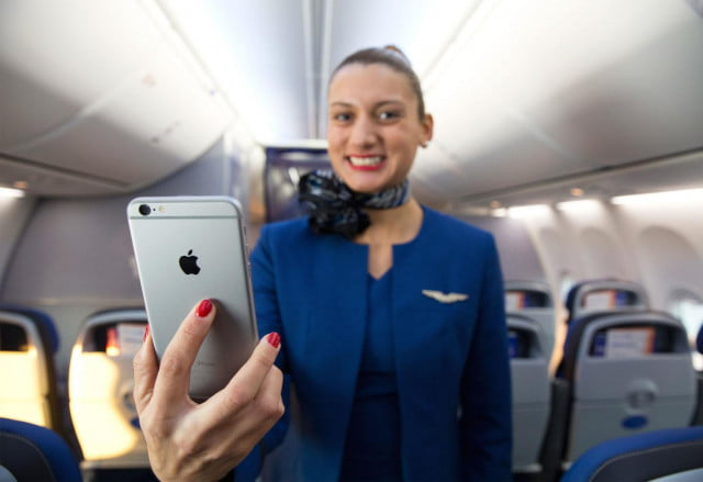 united airlines rewards for security flaws iphone  plus