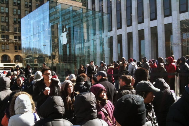 iphone-apple-store-line