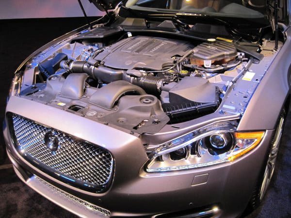 jaguar_xj_engine_bay