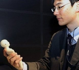 japanese-human-phone-that-feels-like-skin