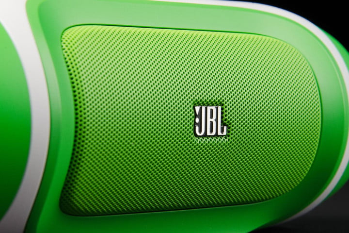 jbl charge review front macro