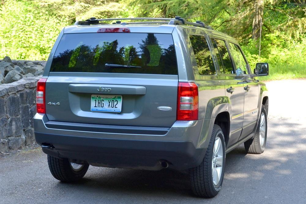 jeep patriot review back exterior