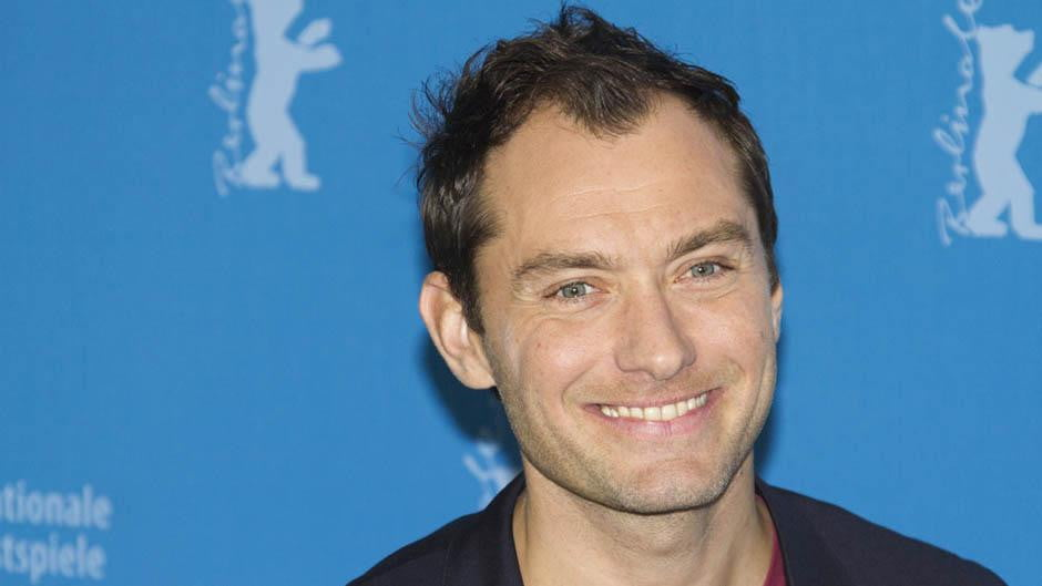 Jude Law Will Play Dum...