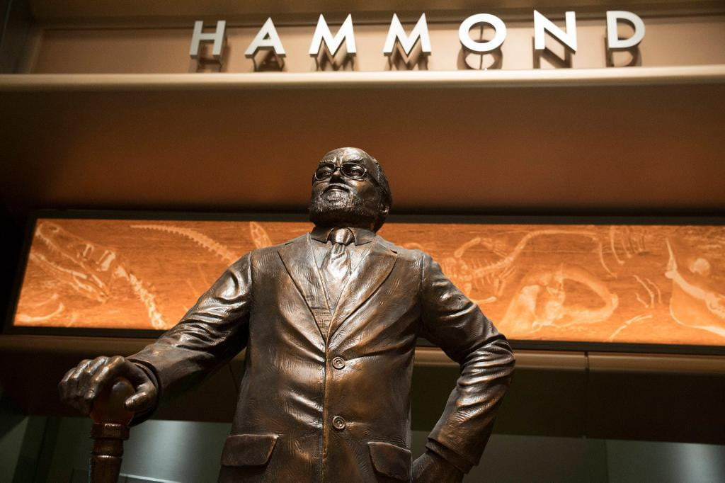 jurassic world director pays tribute richard attenborough photo set john hammond statue