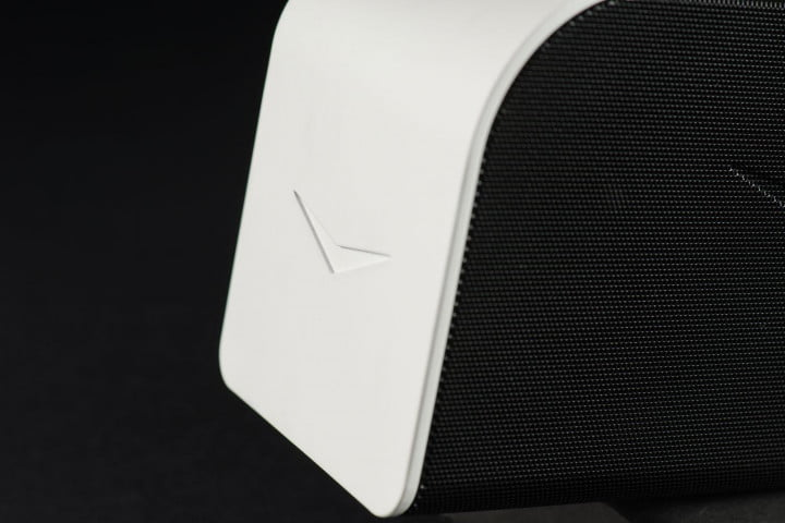 klipsch kmc  review speaker side detail