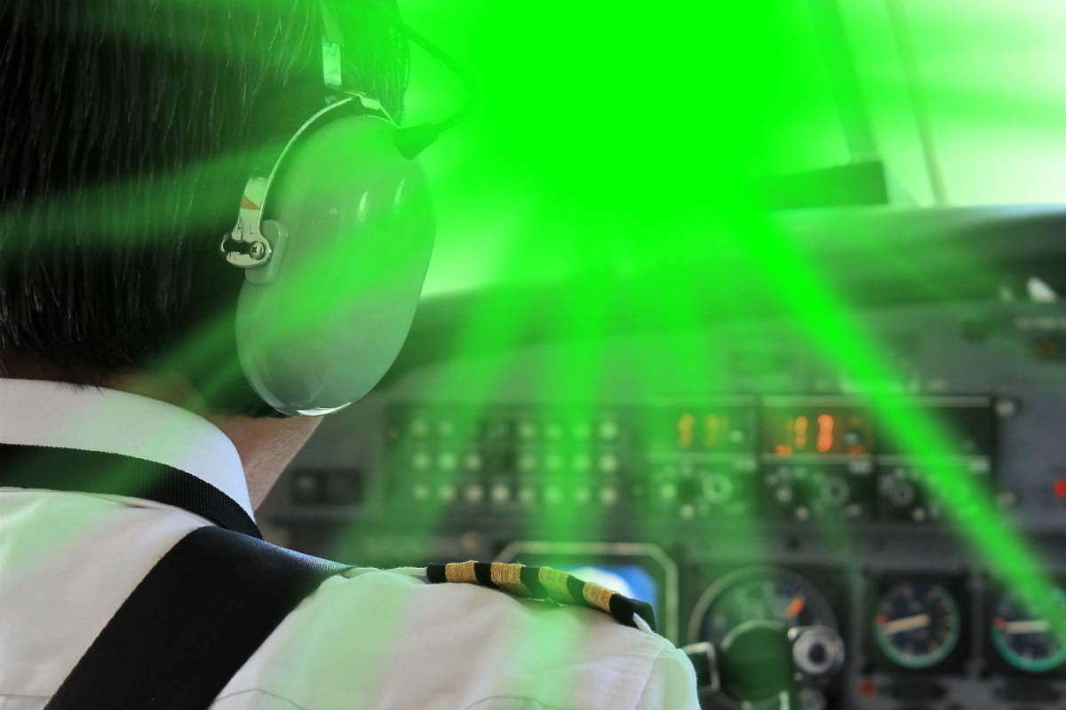laser strike on passenger plane pointer cockpit