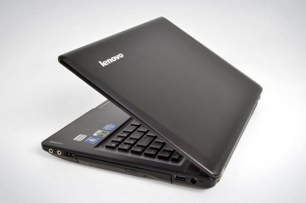 Lenovo IdeaPad Y480 windows laptop right side lid open