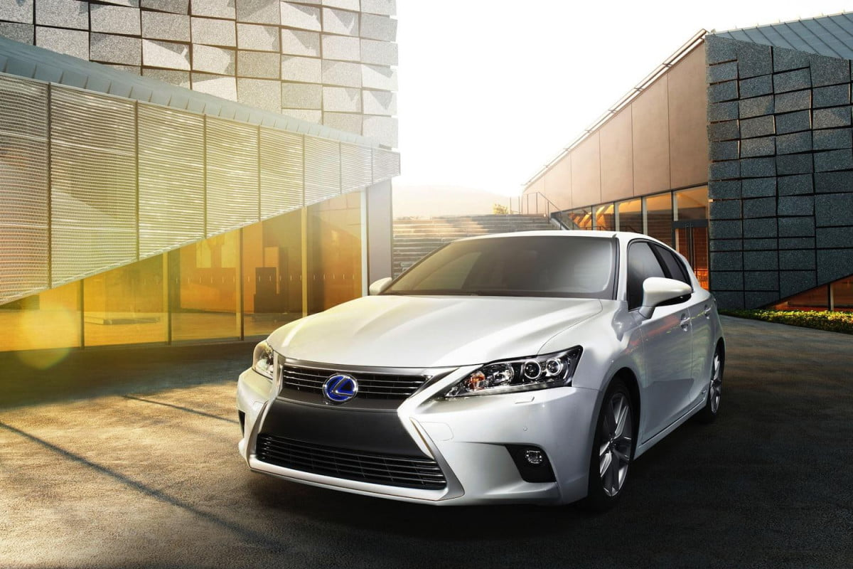 dont let spindle grille confuse  lexus ct h prius tuxedo preview