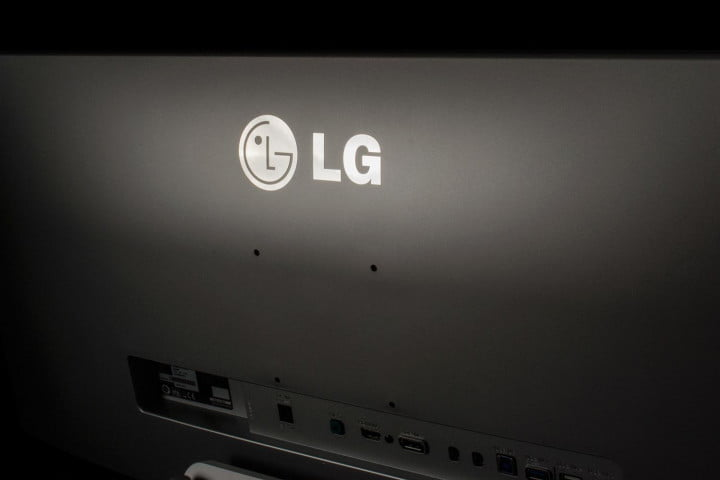 lg  um review monitor rear logo