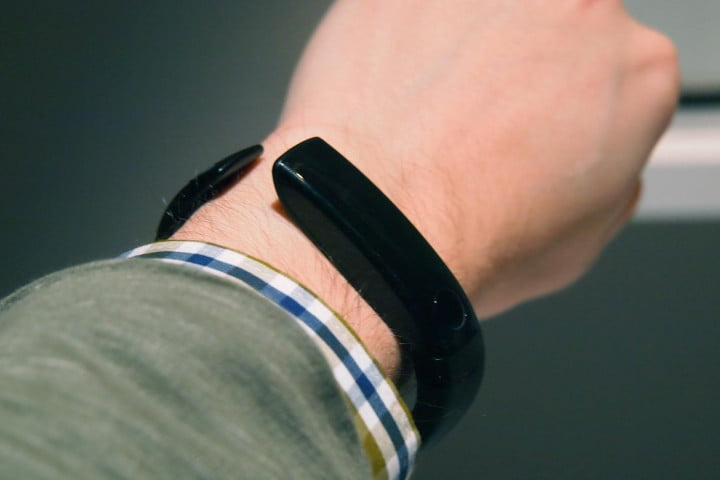 lg lifeband touch review fitness tracker on wrist no display