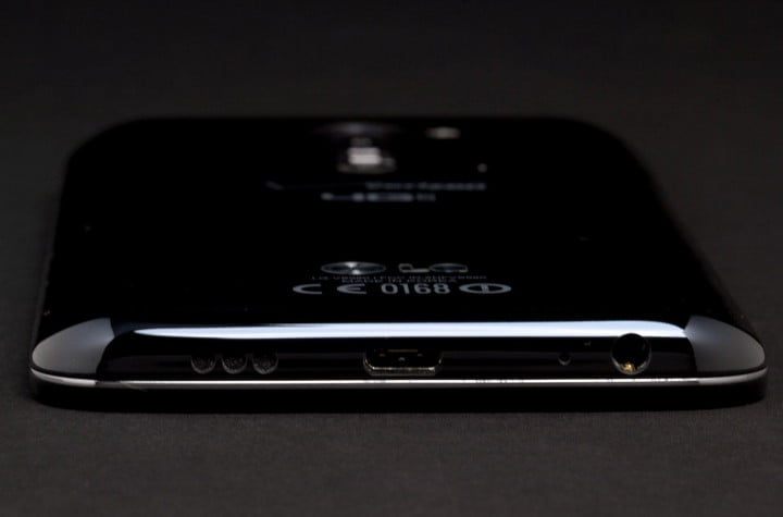 lg g  review phone bottom