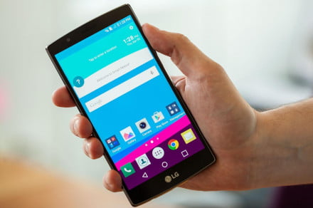 lg g4 in hand 1500x1000