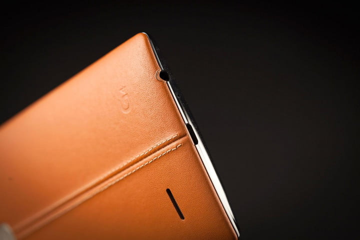 lg g  review leather update back headphone jack