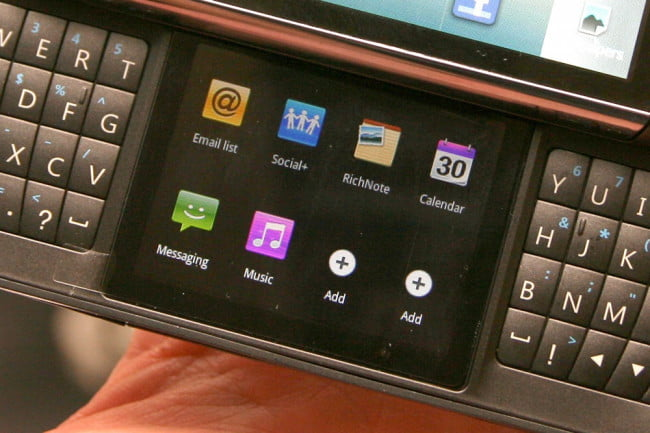lg-t-mobile-dual-screen-android-with-split-qwerty-2