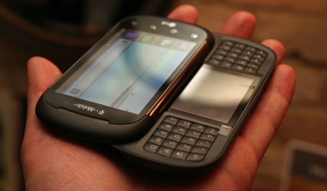 lg-t-mobile-dual-screen-android-with-split-qwerty