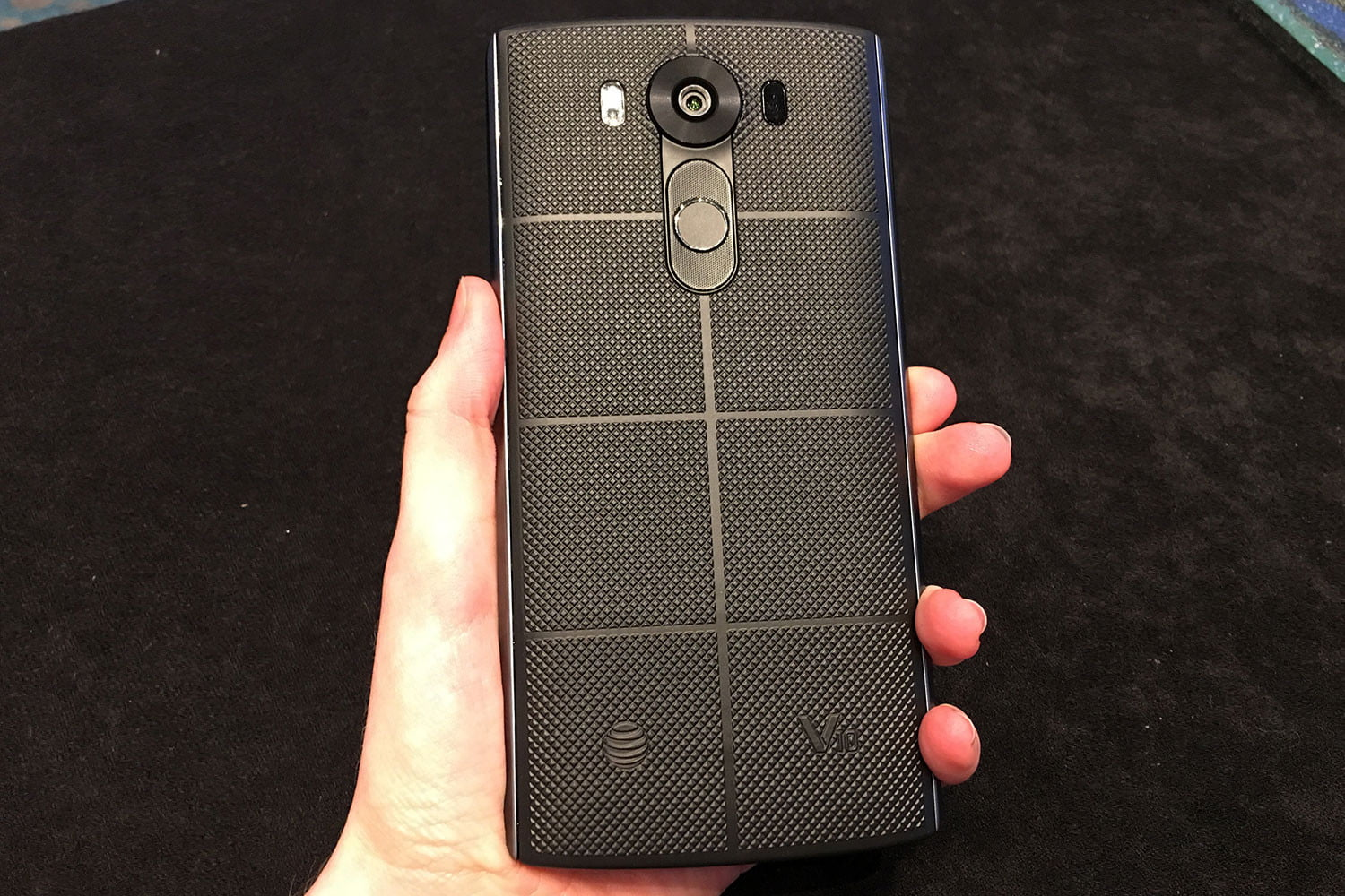 lg-v10-hands-on-back-1500x1000.jpg