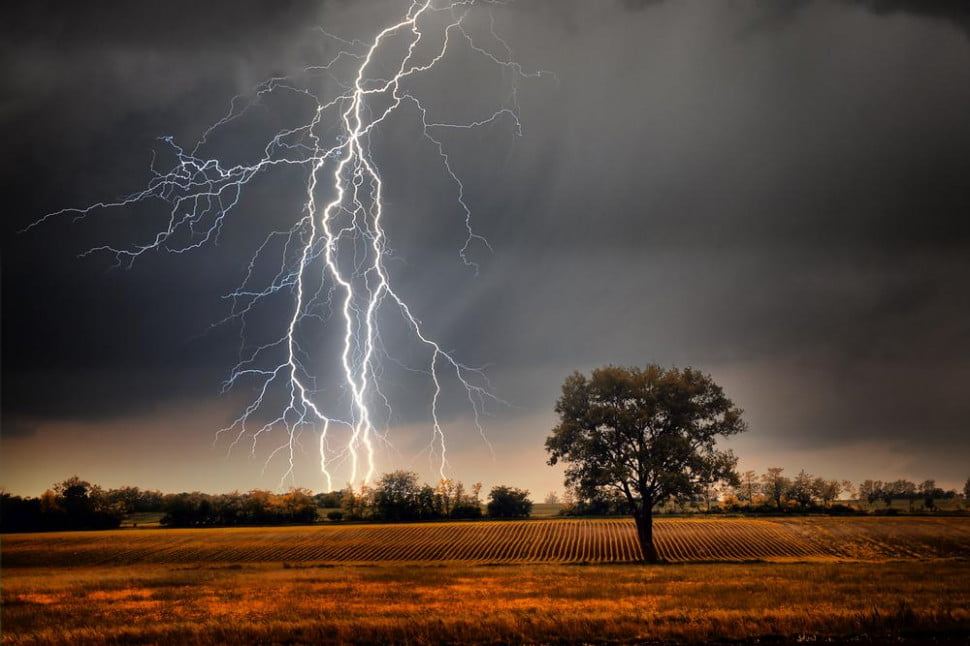 Innovative new  <b> laser beam </b>  technology might be used to manage lightning
