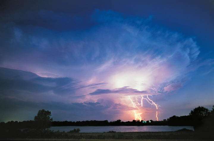 jim reed meet one of the prominent extreme weather photographers lightning bolt storm
