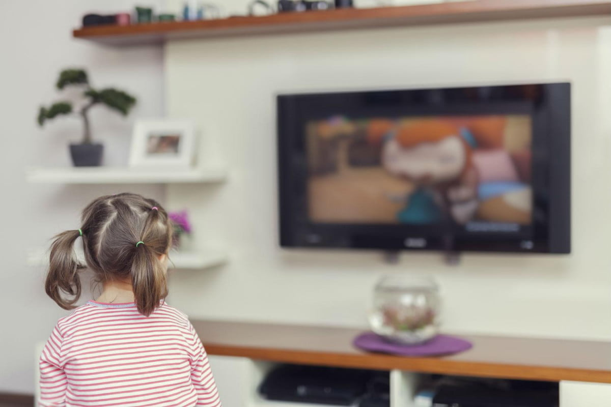 viacom takes nickelodeon stand alone streaming no subscription little girl watching tv