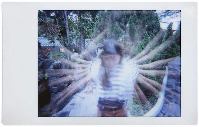 lomography satiate impatient analog film lovers new instant camera lomo sample