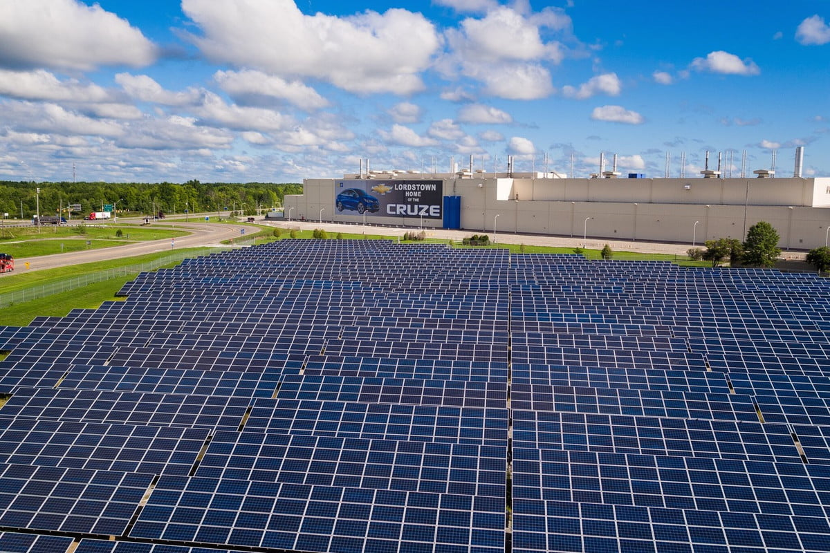 gm commits to  percent renewable energy by solar array at factory in lordstown ohio