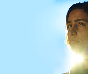 'Fear the Walking Dead' star Lorenzo James Henrie on Season 2's 'crazy' violence