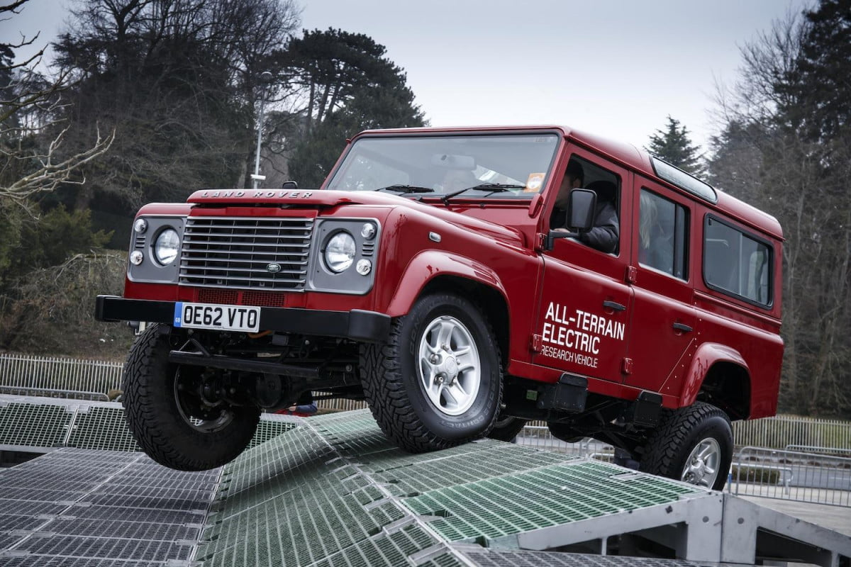 land rover defender to fight no more forever production ending in  lr def electric