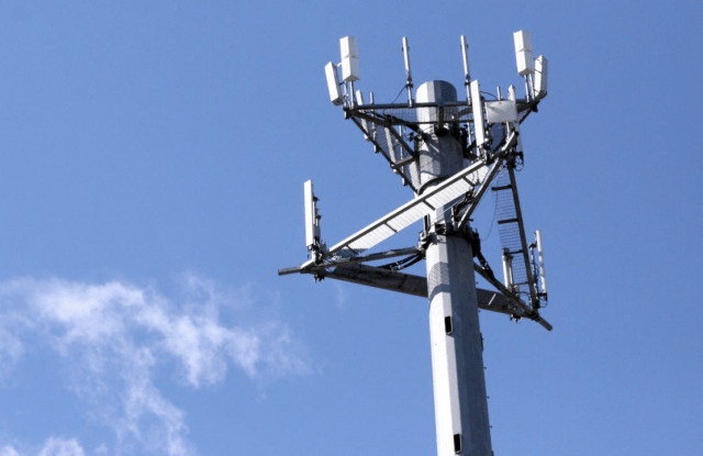 ee widens lte advanced trials in uk cell tower