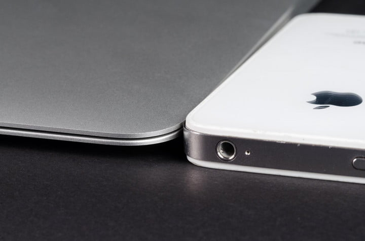 apple macbook air  inch review iphone