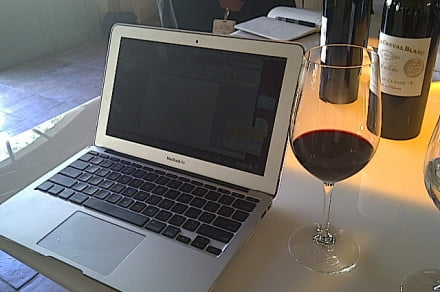 Mac Book red wine