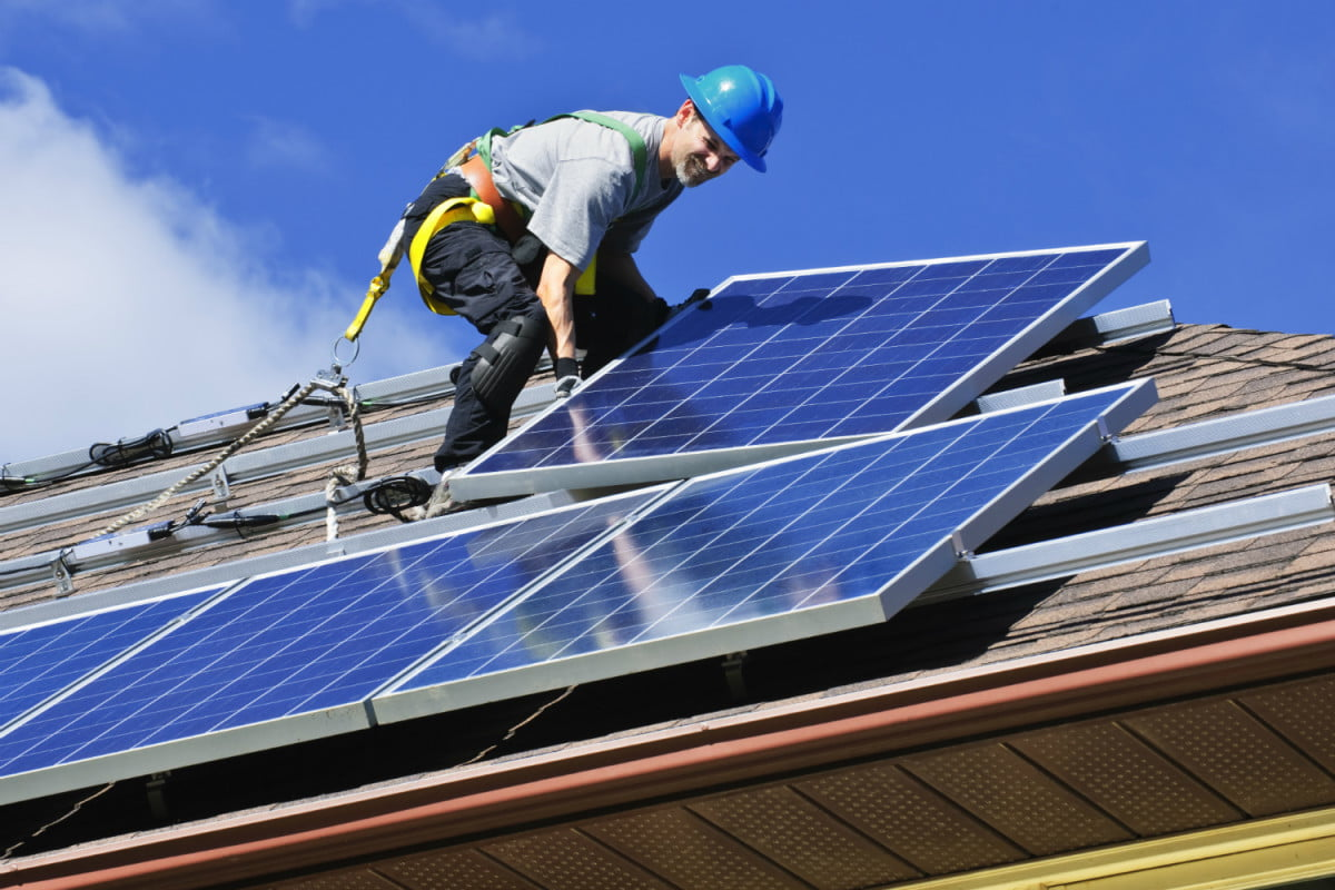 solarcitys rooftop solar panels are the worlds most efficient man installing on roof