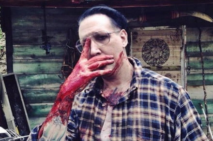 marily-manson-let-me-make-you-a-martyr