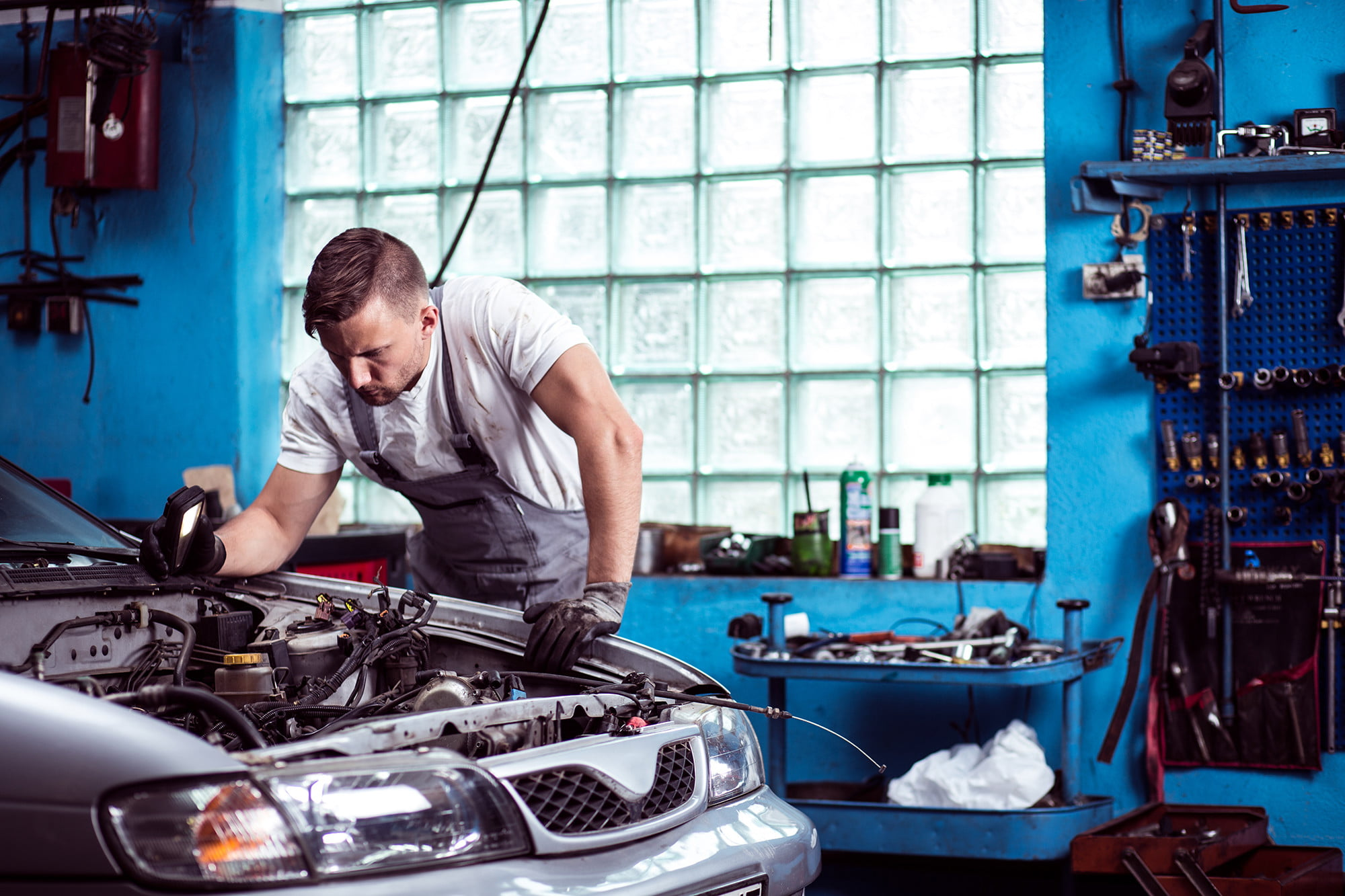What kind of automotive service and repair fraud are there?