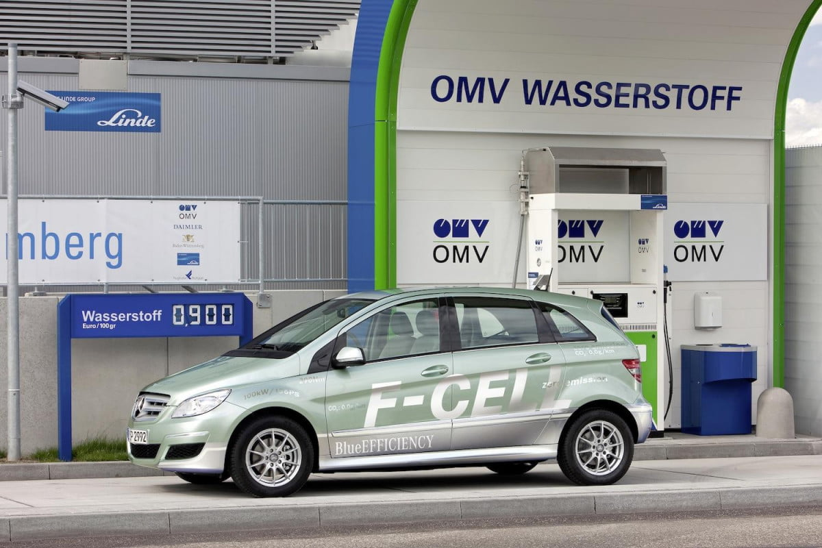 daimler goes big on h  plans to bring hydrogen filing stations german in the next decade mercedes f cell