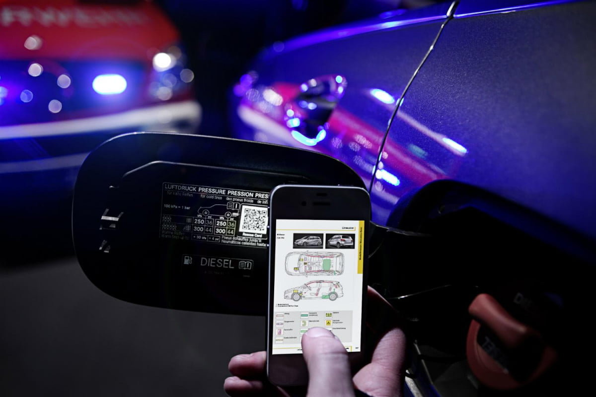 mercedes plan help firefighters qr codes