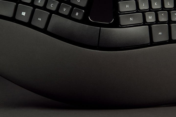 microsoft sculpt ergonomic desktop review keyboard wrist rest macro
