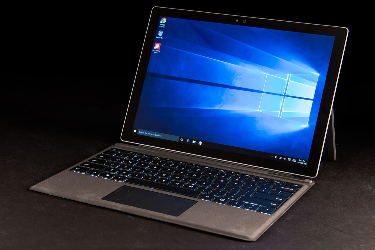 Huawei MateBook vs. Microsoft Surface Pro 4: The newcomer takes on the