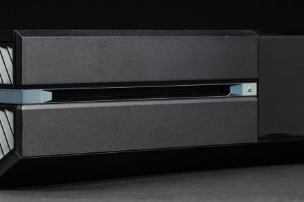 microsoft-xbox-one-review-disc-drive