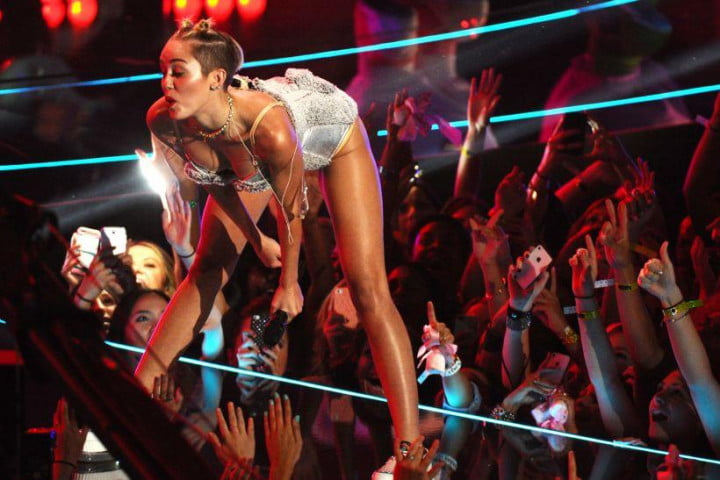 the internet made me care about miley cyrus and im pissed  mtv vma performance
